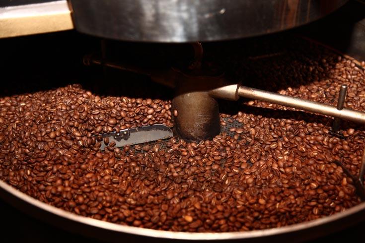 Кофе в зернах в ростере